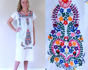 vtg 70s white RAINBOW EMBROIDERED colorful Mexican DRESS xs flowers hippie boho festival ethnic bright floral folk colorful