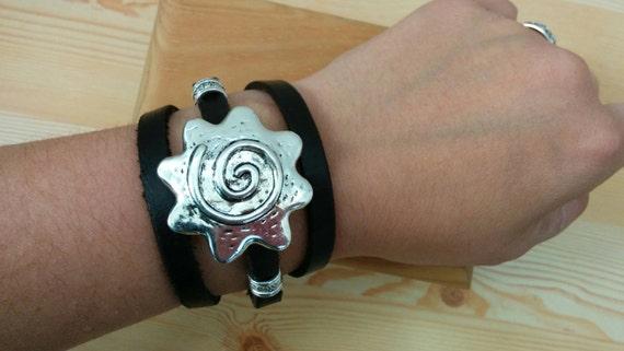 Leather bracelet,flower bracelet,flowers cuff,flowers bracelet,brown flowers cuff,leather cuff,leather brown cuff,flowers brown cuff