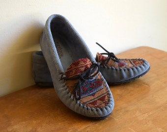 Blue grey vintage Minnetonka leather moccasin shoes w/Native American print - womens size 8