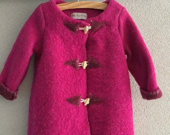 Girls jacket, blanket coat dekenjas made of a vintage fuchsia wool blanket, size 110