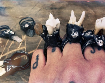 Primitive Ring, real tooth and agate stone Ring, Wasteland Jewelry, magic healing ring, occult, voodoo, horror, apocalyptic fashion, ooak