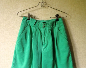 High Waisted Shorts pleated baggy highwaisted shorts green cotton preppy clothing vintage 80s 90s Lizsport Liz Claiborne women small 4