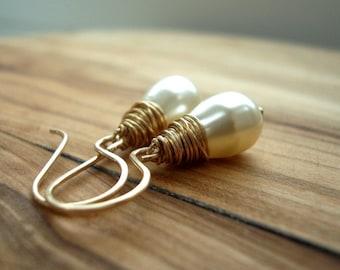 Cream Pearl Earrings - Mothers Day gift - Pearl Drop Earrings - Gold Pearl Earrings - Simple Pearl Earrings - Ivory Pearl - Bridal Earrings