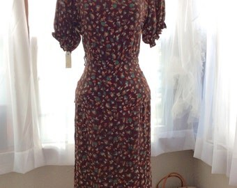 1940s COLONIAL NOVELTY PRINT dress with peplum!