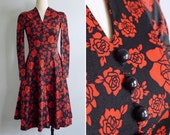 """10% Sale Code """"MAY10"""" - Vintage 70's Black & Crimson Red Rose Floral Polyester Knit Dress XXS or XS"""