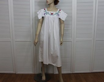 Vintage White Mexican Embroidered Dress  Oaxaca  Size Large