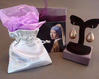 """Gold-brown teardrop pearl earrings from the painting """"Girl with a Pearl Earring"""" by Vermeer"""