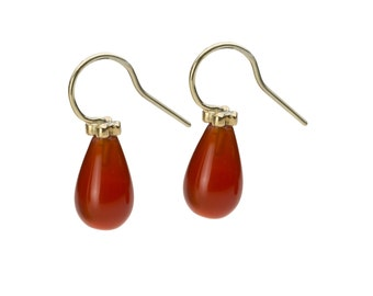Earring, 18 KT yellow gold, Carnelian, orange, polished surfaces. Available in pairs.