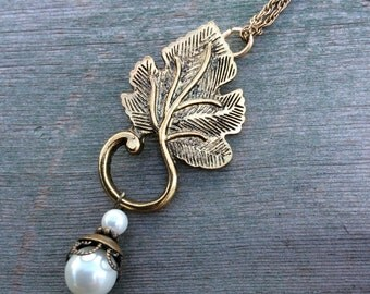 Leaf and Pearl Necklace/Cottage Chic/Boho
