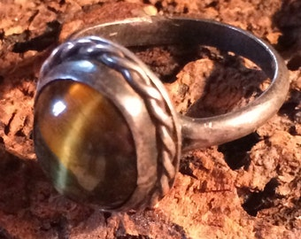 Vintage Sterling Silver & Cat's Eye Ring