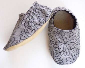 Gray Baby Girl Shoes, Soft Sole Shoes, Baby Booties, Baby Girl Soft Shoes, Gray Baby Shoes, Slip On Baby Shoes, Baby Girl Gift