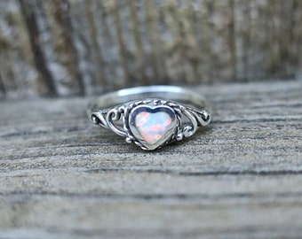 Dainty Vintage 925 Sterling Silver Lab Opal Heart Ring