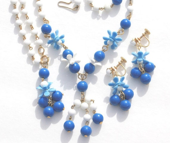 Plastic Flower Necklace Bracelet & Earrings Vintage Blue And