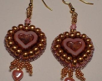 Sweetheart earrings in bead embroidery