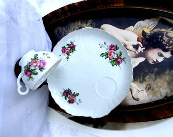 Vintage 1960s Snack Set // Burgundy and Pink Roses //Tea Cups and Snack Plates //  Set of 4