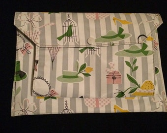 Gorgeous 1950s early 60s cosmetics bag great vintage print