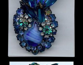 Vintage JULIANA Dimensional Shades of BLUE Art Glass & RHINESTONE  brooch Pin