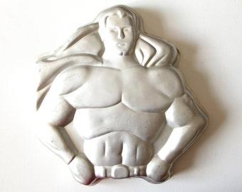 Vintage Wilton aluminum Superman 1977 DC Comics cake mold made in Korea / cake pan model 502-1212