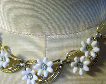 Vintage White CORO© Flower Necklace