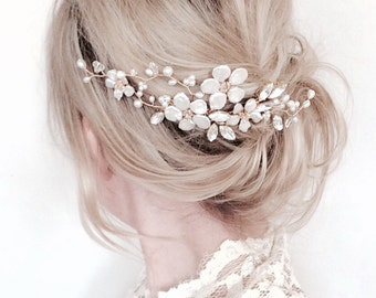 Bridal hair comb, gold comb, floral hair comb, gold hair accessories, pearl hair vine, flower comb, wedding accessories