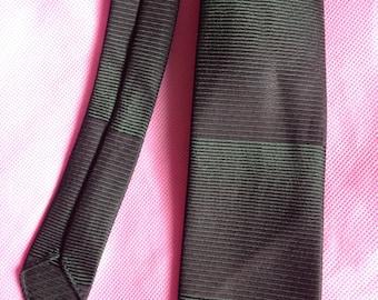 Vintage 1960s Men's green striped neck tie.