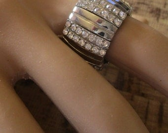 vintage stretch ring band silvertone with rows of stones   in excellent condition