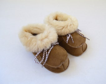 Genuine shearling slippers for babies. Real fur crib shoes. Baby shearling shoes. Fur baby booties. Real fur infant slippers. Leather shoes.