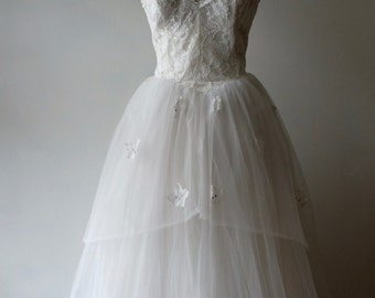 1950s strapless lace wedding dress + Vintage bridal ballgown