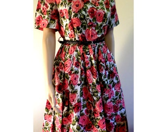 Vintage 1950's Pinup/Rockabilly Floral Print Silky Summer Fit & Flare Full Circle Skirt W/ Sewn in Pleats at Waist Approx Med/Lg