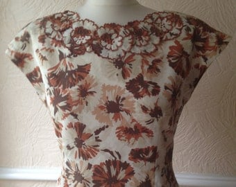 Vintage 90s cropped top, retro 70s look blouse, brown floral print, button back detail