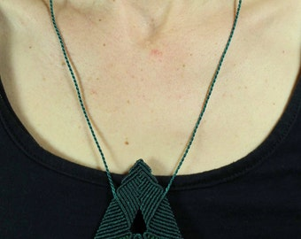 Green Shield UV aktiv Macrame Necklace