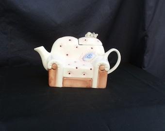 teiera vintage, teiera in ceramica - teiera a forma di poltrona, vintage teapot, ceramic tea pot, shaped teapot armchair or sofà with mouse