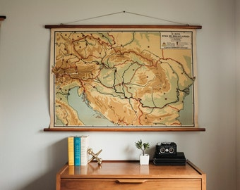 Vintage School Map / Pull down / Wood Canvas