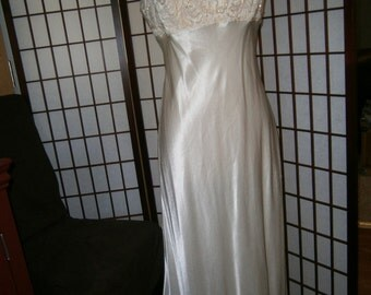 Women's Long Gown - 80's Vintage Look - Off White