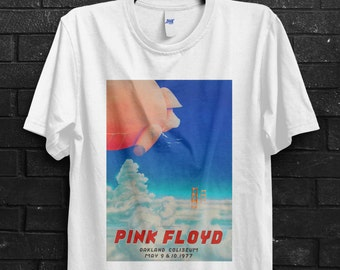 Pink Floyd Men T-Shirt In Oakland California In 1977 Roger Waters David Gilmour Dark Side Of The Moon The Wall Echoes Division Bell Band Tee