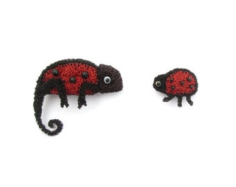 Chameleon and ladybird/ladybug brooch set - animal brooches, animal jewelry, modern jewelry, ladybug gift idea, friends brooch set, handmade