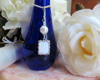 Wedding bouquet photo charm. White, Pink, blue, ivory or gold pearl photo charm. Handmade wedding keepsake. Gift for the bride. Sister gift