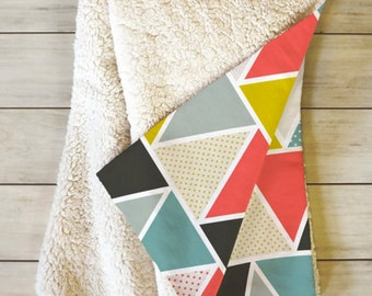 Modern Geometric Fleece Blanket // Sherpa Throw // Bedding // Home Decor // Dorm Decor // Triangulum Design // Modern Home // Bold Colors