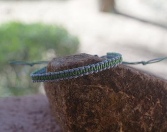 Two-toned Macrame, Square Knot Bracelet Blue/Green