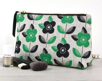 Large makeup bag with daisy print