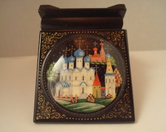 Highly collectible ceramic on lacquer trinket box