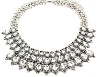 Elegant oval crystal silver necklace