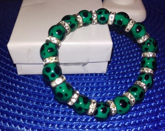 Adorable Hand Crafted Green and Black Glass Beaded with Crystals Stretch Bracelet