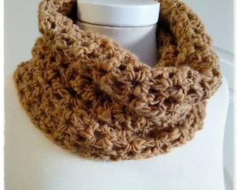 Neck fabric crochet in shades of mustard.