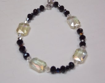 Beaded hand made bracelet w/ blk/white crystal
