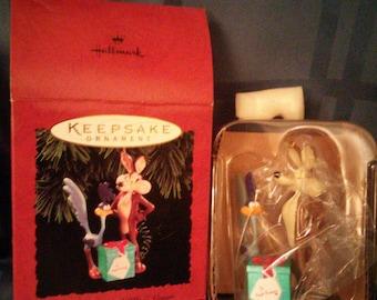 Looney Tunes Keepsake Ornament Road Runner & Wile E. Coyote 1994