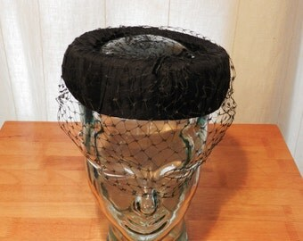 Vintage women's Hat with Veil and Open Top Black              00731