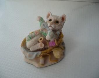 1987 Vintage Nature Heritage  Cat Figurine