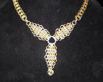 Multi-pattern anodized aluminum chainmail necklace