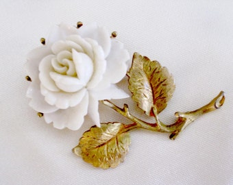 Vintage White Flower Gold Tone Brooch Pin